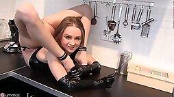 Flexi horny girl - acrobatic teen