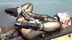Rubber lips muffle gargling stimulated slavegirl