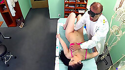 Amateur girl gets her vagina fully inspected by doctor