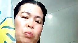 Naughty milf philippino helper orgasm