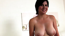 Mature Nicole makes her porn debut