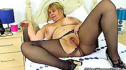 English milf Camilla internal ejaculation gets naughty in tights