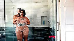 Sofia Rose loves a good sex after shower