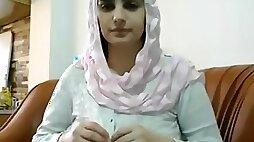 Pakistani muslim wife give blowjob